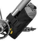 apidura-backcountry-downtube-pack-1.8l-on-bike-1