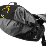 apidura-backcountry-saddle-pack-6l-on-bike-3